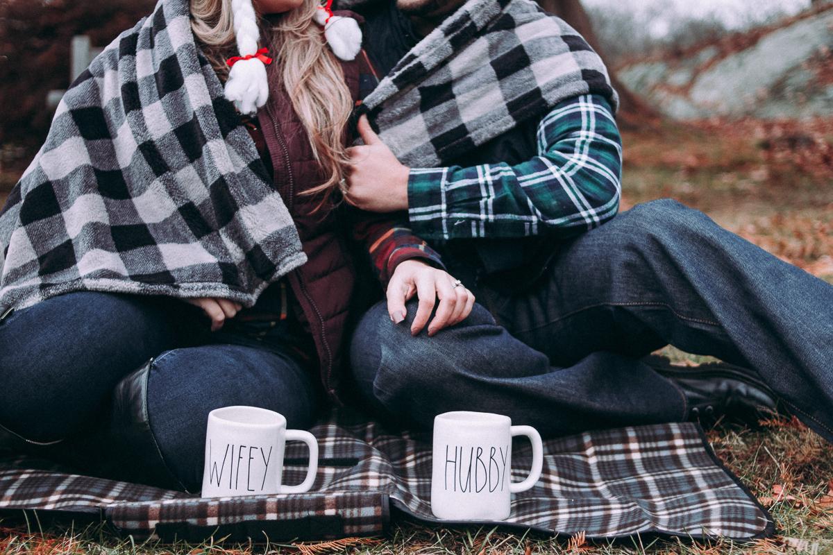Couple enjoying a picnic.